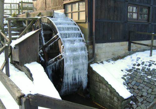 Uelsen Wassermühle Eisrad_1080_ok